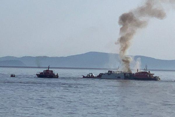 Une dizaine de sapeurs-pompiers ont été mobilisés pour éteindre l'incendie d'un yacht de 30 mètres de long au large de Port Cros dans le Var (images d'illustration)