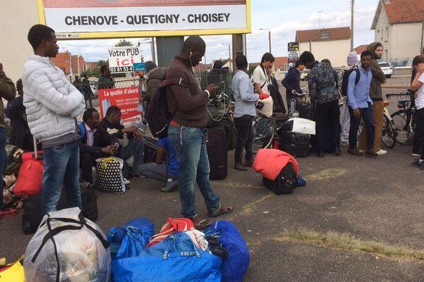 Les migrants et demandeurs d'asile, expulsés, se retrouvent à la rue, à Chenôve.