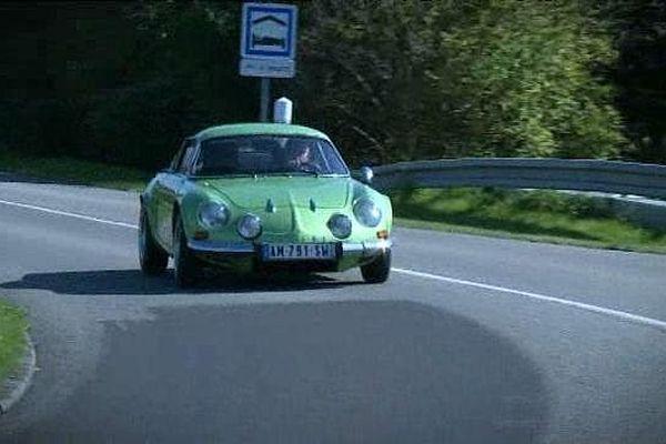 Verte ?  La rare couleur d'origine de la dernière Berlinette fabriquée dans l'usine Alpine de Dieppe