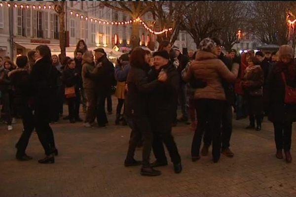Des milliers de personnes avaient dansé sur le Vieux Port de la Rochelle le 1er janvier dernier.
