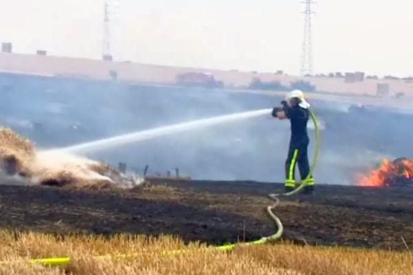 73 pompiers ont été mobilisés au plus fort de l'incendie. Le front de flammes a atteint un kilomètre de large.