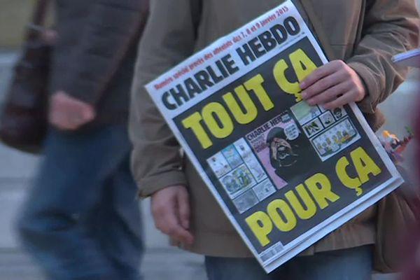 A Montpellier, un rassemblement s'est tenu devant la préfecture de l'Hérault ce samedi matin à 11 heures. Une minute de silence a été respectée.