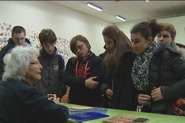 Marie-José Chombart de Lauwe témoigne devant les lycéens de la résistance et de la déportation