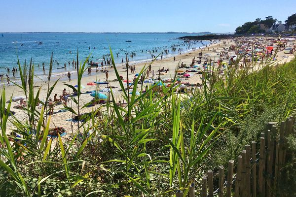Les plages et les loisirs nautiques privilégiés par les Français. Ici au mois d'août à Carnac