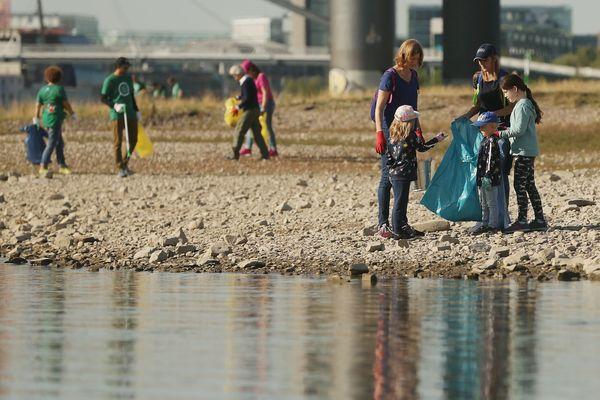"""Depuis 2018, des """"clean walk"""" ont lieu régulièrement dans toutes les villes de France"""