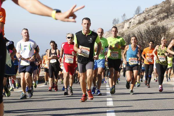La course Marseille-Cassis, grand classique des semi-marathons se court généralement le dernier week-end d'octobre.