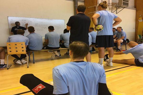 L'équipe du C'Chartres Métropole Handball à l'entraînement (saison 2019/2020)