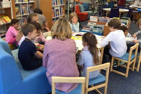 Les enfants critiques à la bibliothèque Mansart