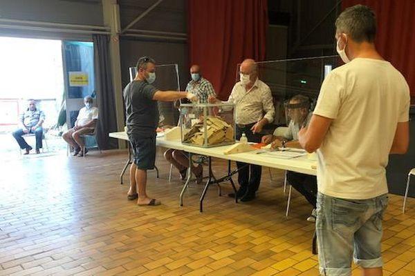 A Vauvert (Gard), pour ce second tour, les électeurs pouvaient voter jusqu'à 20h.