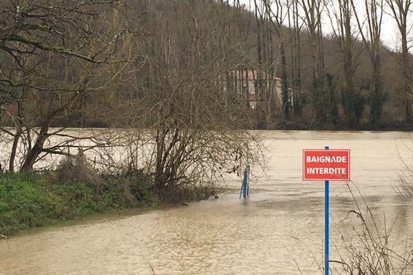 Dans le Lot-et-Garonne, la Garonne est en crue. A Tonneins elle devrait atteindre la cote de 8,20 en fin d'après-midi.