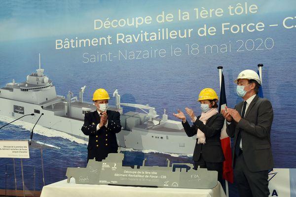 De gauche à droite : L'Amiral Prazuck, Chef d'Etat-Major de la Marine, Madame Florence Parly, Ministre des Armées et Monsieur Laurent Castaing, directeur général de Chantiers de l'Atlantique.