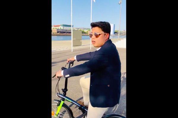 La vidéo postée par Julien Hiou Kong sur ses réseaux sociaux pour tenter de décrocher un entretien est en passe de devenir virale.