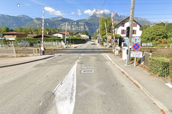 L'accident s'est produit à hauteur du passage à niveau situé près de la gare de Villard-Bonnot