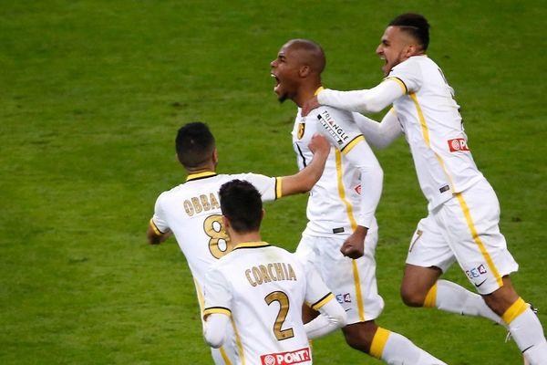 Djibril Sidibé, buteur pour le LOSC en finale de la Coupe de la Ligue en 2016.