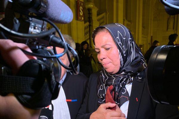 Latifa Ibn Ziaten à la sortie du procès d'Abdelkader Merah.  La mère du militaire toulousain tué par Mohammed Merah dit toute son émotion et son soulagement à l'annonce du verdict