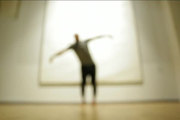 """Hamid El Kabouss, chorégraphe de danse contemporaine en résidence à l'Agora de Montpellier, pour la création de son nouveau spectacle """"Héritage""""."""