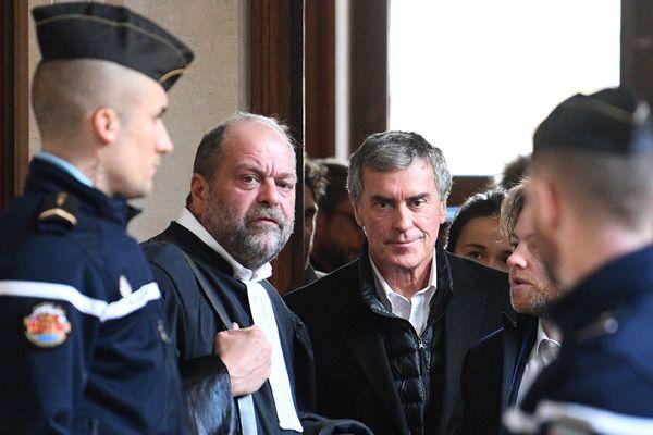 Jérôme Cahuzac, ancien ministre socialiste du budget et ex député maire de Villeneuve-sur-lot (47) avec son avocat Eric Dupond-Moretti lors du 1e jour de son procès en appel le 12/02/18.