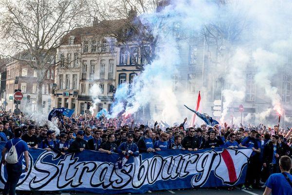 Le cortège des fans du Racing a regroupé 8000 supporters sur cinq kilomètres le 30 mars à Lille