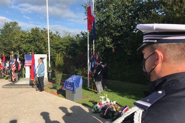 A Saint-Lô (50), une stèle en mémoire des victimes du terrorisme a été inaugurée ce samedi 11 septembre 2021.