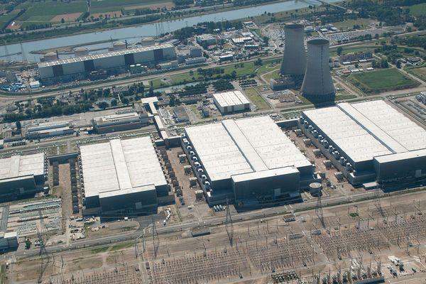Vue aérienne de l'usine Eurodif sur le site du Tricastin (Drôme)