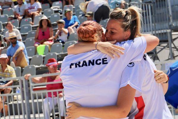 Finale féminine La Marseillaise à pétanque 2019, la joie de la triplette de Cindy Peyrot sur l'esplanade du Mucem à Marseille.