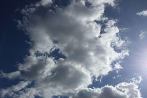 Météo France prévoit un épisode orageux en Auvergne-Rhône-Alpes, avec des températures toujours élevées.