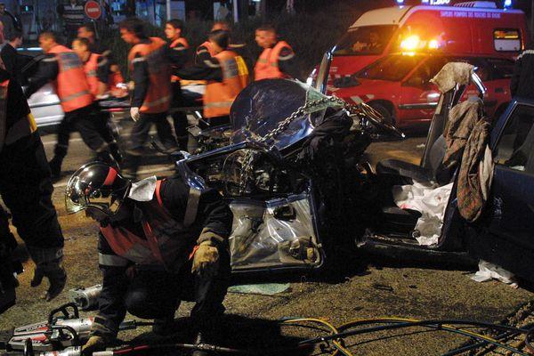 Intervention des pompiers sur un grave accident de la route
