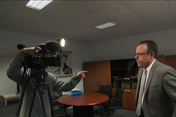 Le procureur de la République Philippe Astruc lors d'une conférence de presse sur les ballots de cocaïne retrouvés sur les côtes Atlantiques