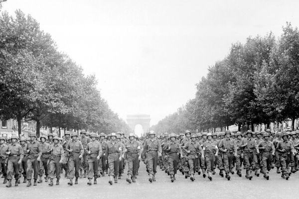 Les troupes américaines défilent sur les Champs-Elysées, le 29 août.