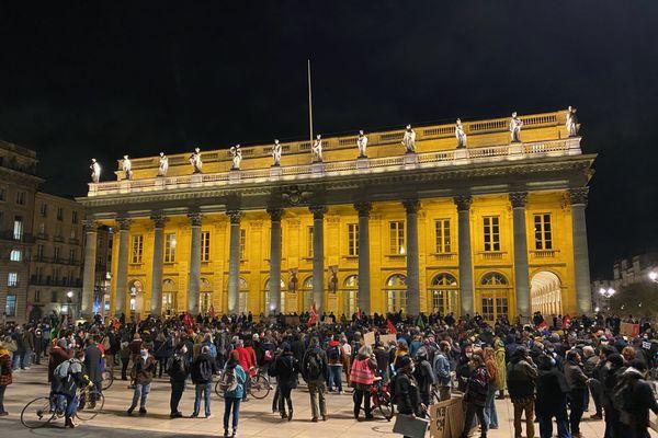 La foule mardi 24 novembre devant le grand théâtre de Bordeaux contre la loi Sécurité Globale.
