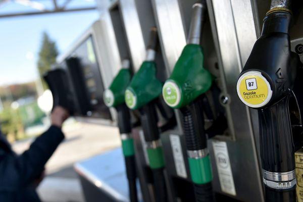 Le 9 mars, le cours du baril de pétrole a chuté de plus de 27%.