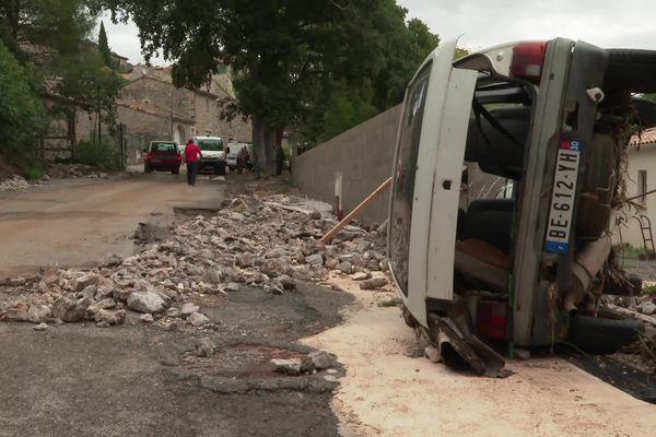 Gard - Une rue abîmée de Corconne après les intempéries du 14 septembre 2021.