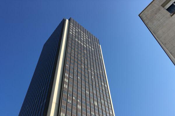 La Tour Bretagne, dans le centre-ville de Nantes, est vidée de ses occupants pour y réaliser une rénovation lourde.