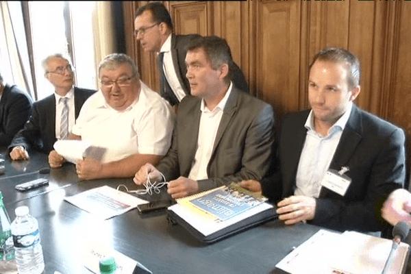 Les représentants des éleveurs à la table des négociations au ministère de l'Agriculture