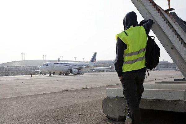 Selon Airparif, les aéroports parisiens pollueraient 3 fois plus que le périphérique.