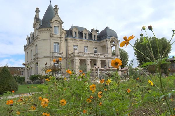 Comme ce château-hôtel, de nombreux professionnels du tourisme craignent des vacances en demie teinte.