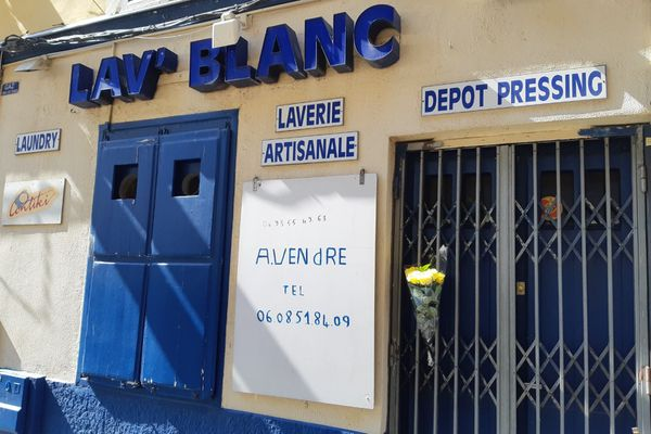 La laverie où s'est déclaré l'incendie ce lundi 20 juillet est située dans une rue très passante, la rue Bonaparte à Nice.