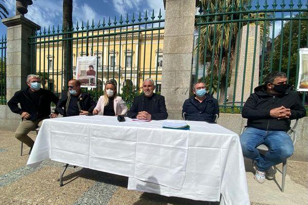 """La tenue de la conférence de presse devant la préfecture de région était """"symbolique"""", indique César Filippi, président de la fédération."""