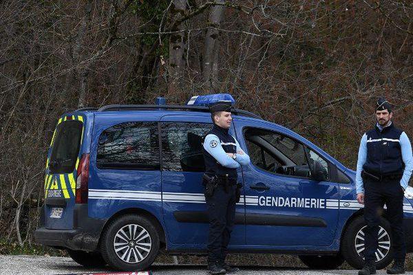 La gendarmerie bloquant l'accès au Col de Marocaz le 29 mars 2018