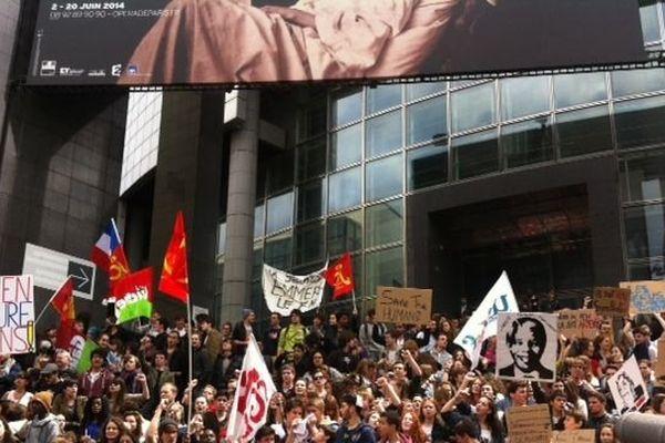Le rassemblement a débuté sur la place de la Bastille en début d'après midi