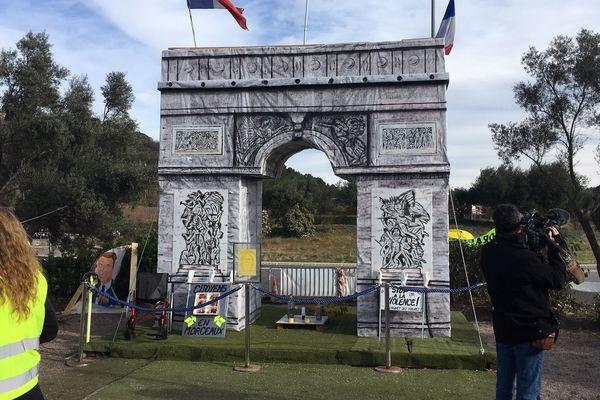 L'Arc de triomphe des gilets jaunes du Cannet-des-Maures.