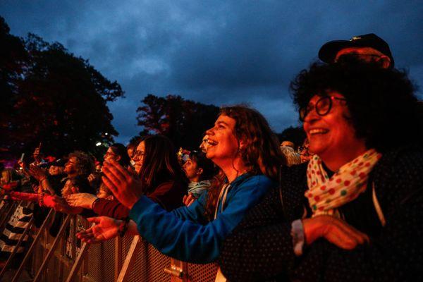 C'est un public familial qui avait pris son billet pour la première soirée des Vieilles Charrues et sa tête d'affiche, Vianney.