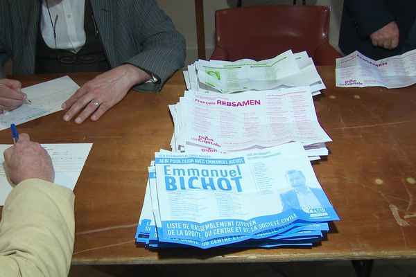 Le dépouillement du second tour des élections municipales à Dijon.
