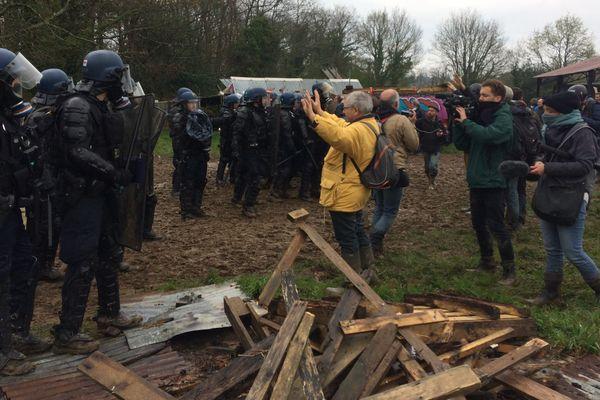 Evacuation sur le site des 100 Noms à Notre-Dame-des-Landes