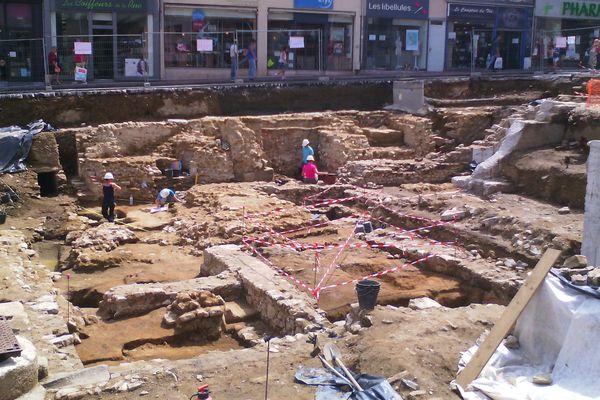 Les fouilles se poursuiveesnt place de la République à Limoges