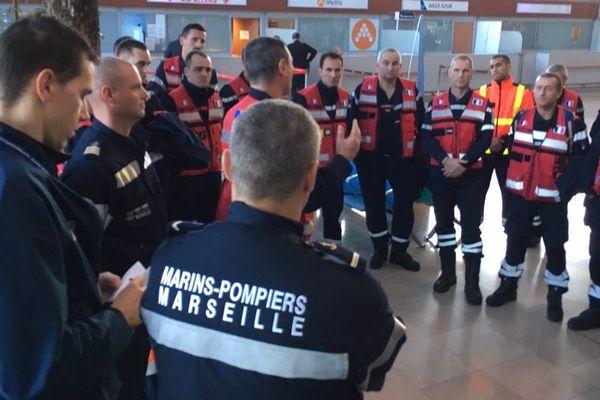 Cinquante pompiers, spécialistes du sauvetage déblaiement, de la région sud, vont renforcer les secours en Albanie, après le séisme qui a frappé le pays et fait au moins 20 morts et des centaines de blessés.