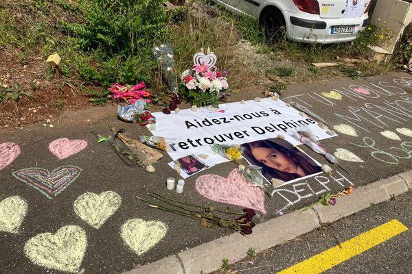 Cagnac-les-Mines (Tarn) - le trottoir du souvenir devant la maison du couple Jubillar en mémoire de Delphine disparue depuis mi-décembre - 23 juin 2021.