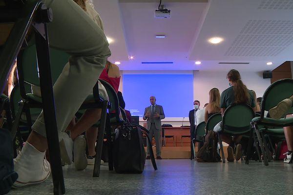 Le recteur de l'académie de Toulouse, Mostafa Fourar, accueille la première promotion PPPE au lycée Bellevue à Toulouse ce lundi 6 septembre 2021.