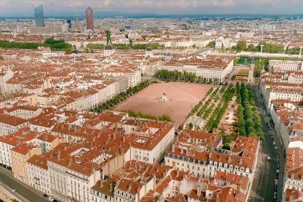 """Pendant le confinement, Lyon s'est apaisée. Parfois, dans le ciel, le bruit d'un drone. Aujourd'hui, ces images inédites font l'objet d'un documentaire, """"La belle endormie"""", diffusé le mercredi 17 juin à 23h05 sur France 3."""