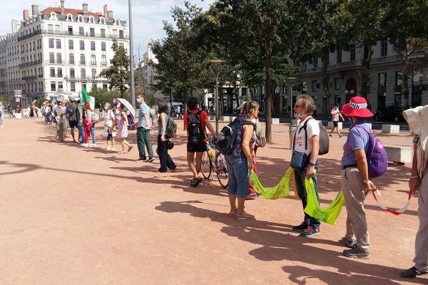 Plusieurs associations éologistes ont participé à la manifestation, dont Alternatiba et les collectifs anti-Linky de la région.